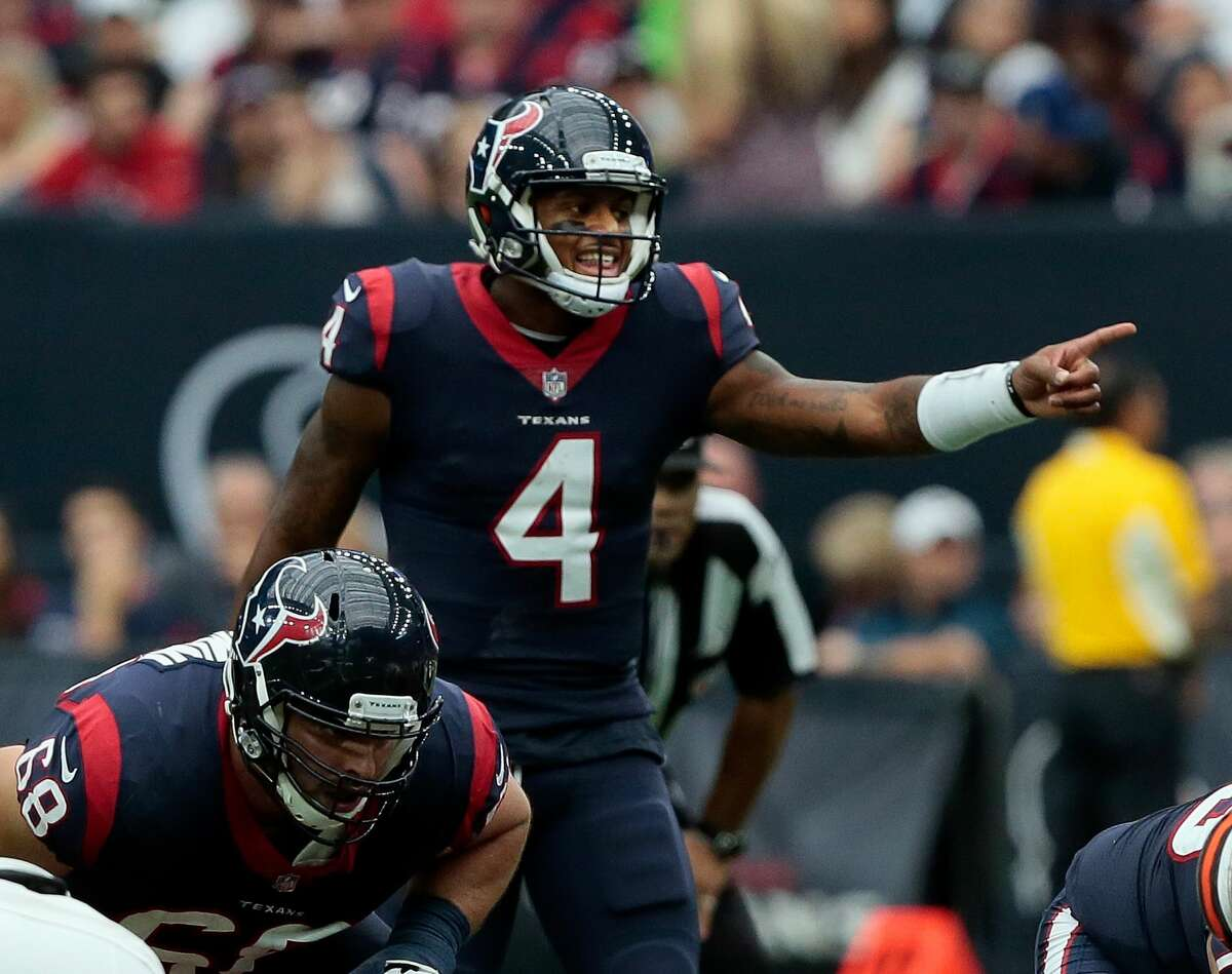 HOUSTON, TX - OCTOBER 15: Deshaun Watson #4 of the Houston Texans cal[ls out instructions on the line against the Cleveland Brownsat NRG Stadium on October 15, 2017 in Houston, Texas. (Photo by Bob Levey/Getty Images)