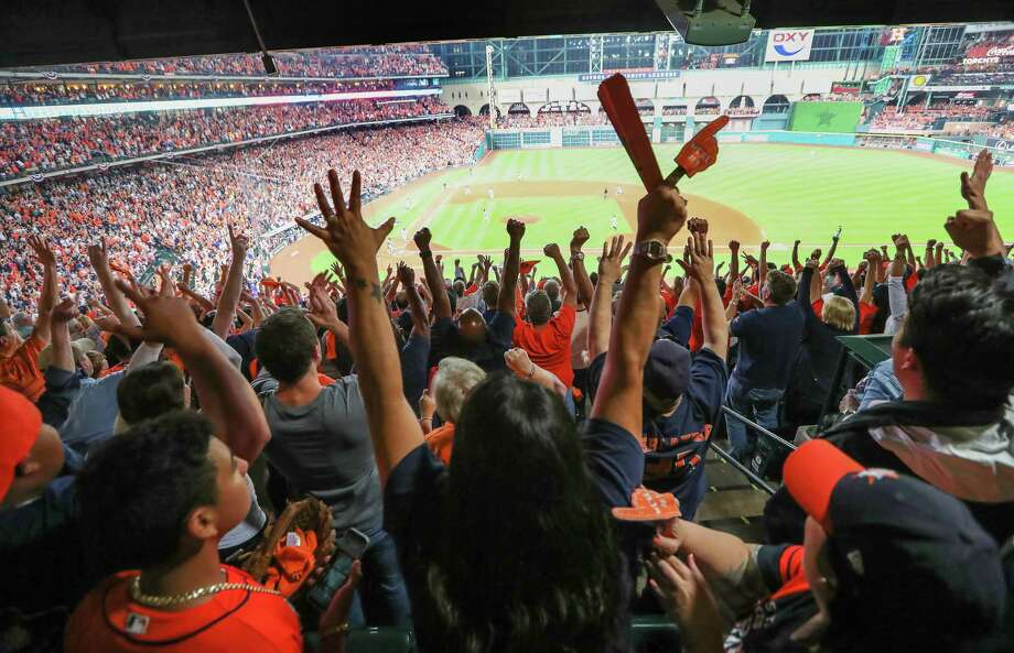Astros fans erupt at Minute Maid Park during the ALCS against the Yankees. Photo: Steve Gonzales, Houston Chronicle / © 2017 Houston Chronicle