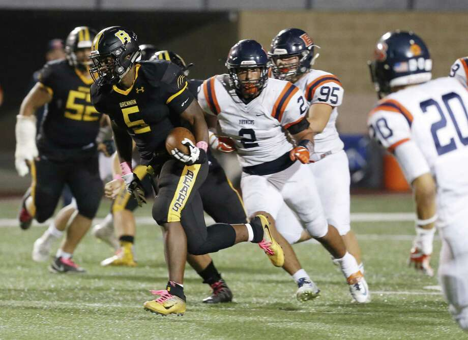 Brennan's Jahmyl Jeter (05) breaks out for a 51-yard touchdown run against Brandeis during District 28-6A high school football at Dub Farris Stadium on Friday, Oct. 20, 2017. (Kin Man Hui/San Antonio Express-News) Photo: Kin Man Hui /San Antonio Express-News / ©2017 San Antonio Express-News