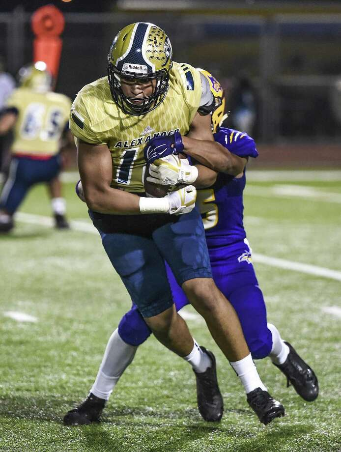 Leo Garza caught eight passes for 109 yards and a touchdown Friday as Alexander pulled away in the second half for a 19-12 win over LBJ. Photo: Danny Zaragoza /Laredo Morning Times