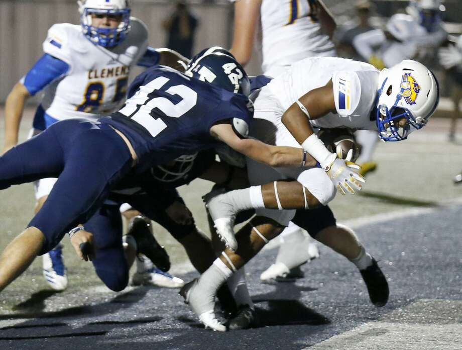 Clemens' Marshawn Brown scores a touchdown around Smithson Valley's Matt Kollmansberger during first half action Friday Oct. 20, 2017 at Ranger Stadium in Spring Branch, Tx. Photo: Edward A. Ornelas /San Antonio Express-News / © 2017 San Antonio Express-News