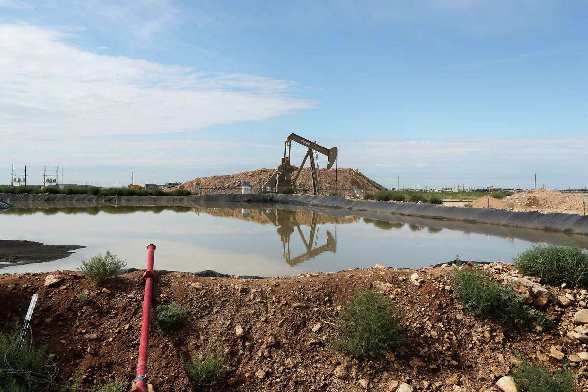 An oil rigs pumps near Halliburton's fracking site Monday, June 26, 2017, in Midland. ( Steve Gonzales / Houston Chronicle )
