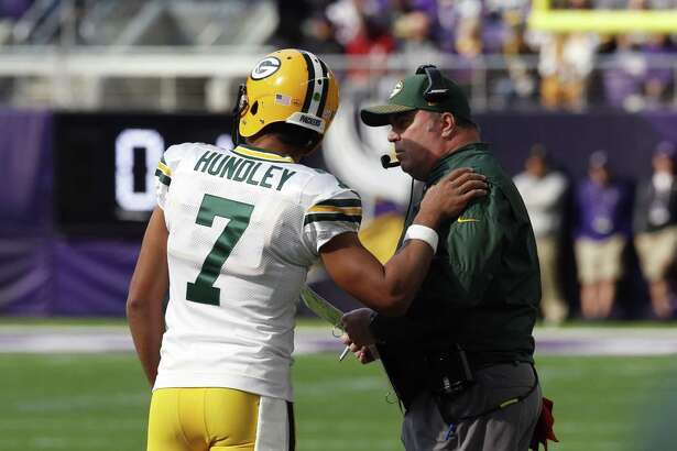 With Aaron Rodgers sidelined with a broken collarbone, quarterback Brett Hundley will get the chance to start for the Packers.