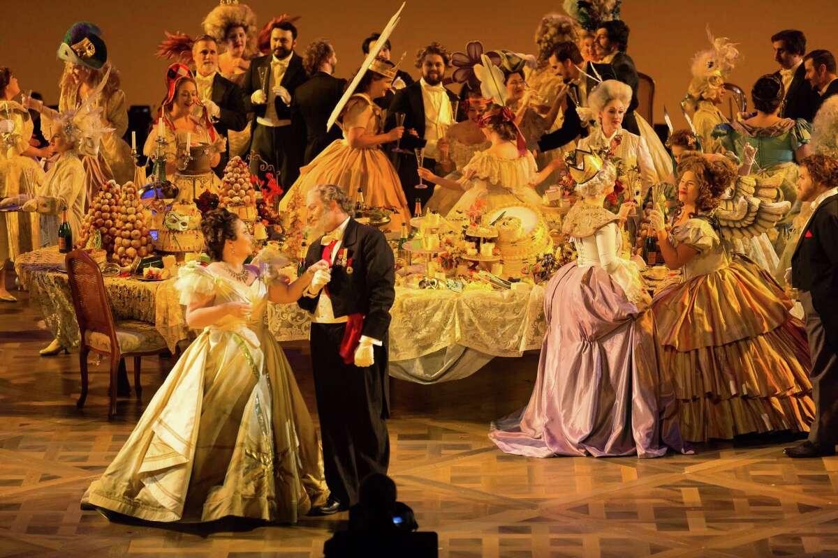 Albina Shagimuratova, Violetta Valéry; Thomas Glass, Baron Douphol; HGO Chorus in HGO's