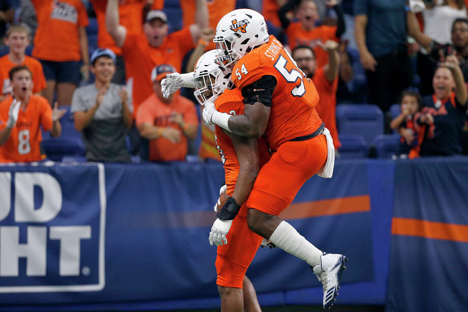 UTSA Roadrunners defensive end Marcus Davenport (93), left, is congratulated by teammate Kevin Strong Jr. (54) after scoring a touchdown on a fumble by Rice Owls quarterback Sam Glaesmann (4), not pictured, during first half action Saturday Oct. 21, 2017 at the Alamodome. Photo: Edward A. Ornelas, San Antonio Express-News / © 2017 San Antonio Express-News