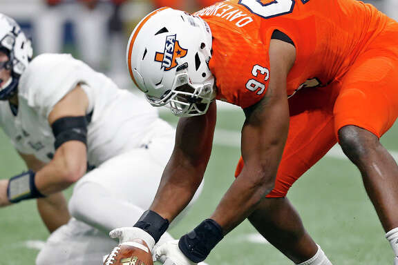 UTSA defensive end Marcus Davenport (93) picks up a fumble by Rice quarterback Sam Glaesmann (4), left, during the first half of an NCAA college football game Saturday, Oct. 21, 2017, in San Antonio. (Edward A. Ornela /The San Antonio Express-News via AP)