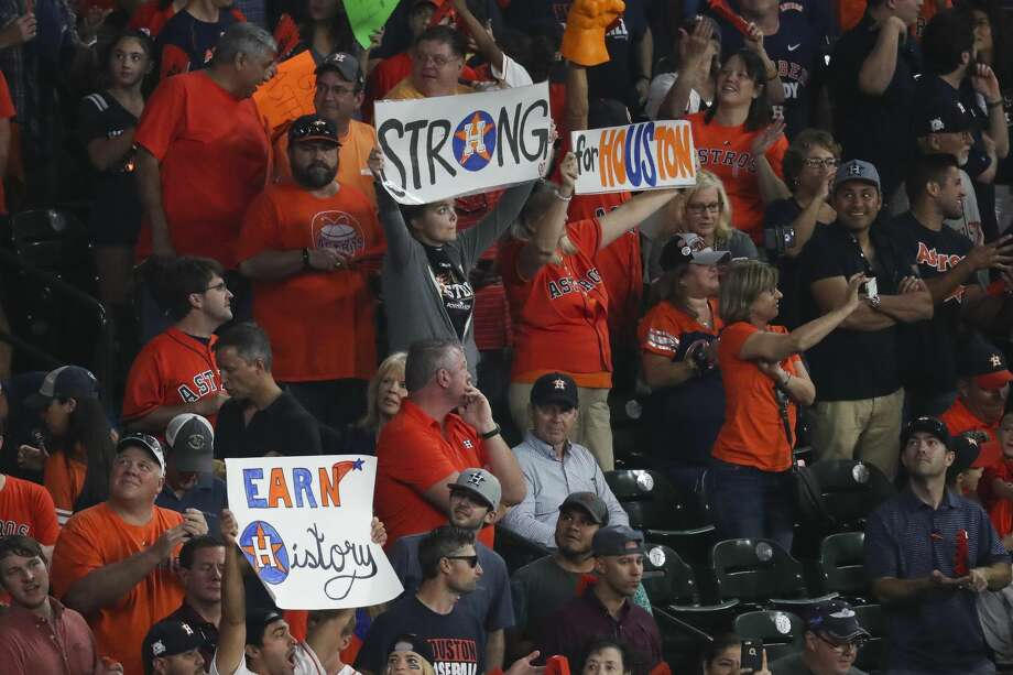 Astros fans cheer before Game 7 of the ALCS at Minute Maid Park. Photo: Michael Ciaglo/Houston Chronicle