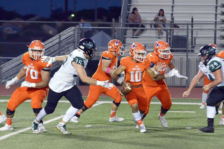 Wayo Huerta was 12 of 23 for 177 yards with two touchdowns and an interception Saturday in United's 33-29 loss to San Antonio Southwest. Photo: Cuate Santos /Laredo Morning Times / Laredo Morning Times