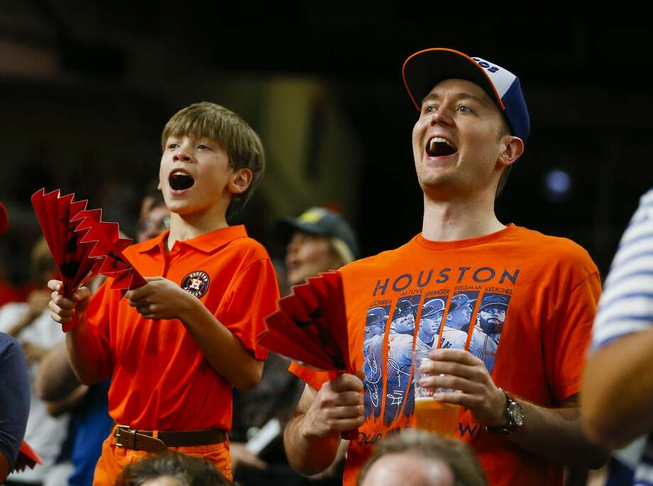 Astros fans cheer during Game 7 of the ALCS. Photo: Brett Coomer/Houston Chronicle
