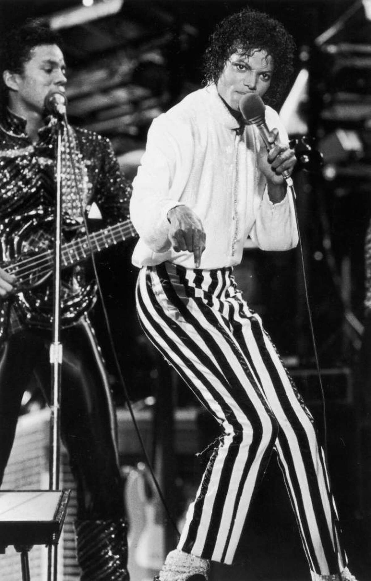 KANSAS CITY - JULY 6 : Michael Jackson of the Jackson Five performs on stage during the Jackson 5 Victory Tour at Arrowhead Stadium,Kansas City on the 6th of July 1984.(Dave Hogan/Getty Images)UK NEWSPAPERS OUT WITHOUT PRIOR CONSENT FROM DAVE HOGAN. PLEASE CONTACT SALES TEAM WITH ENQUIRIES