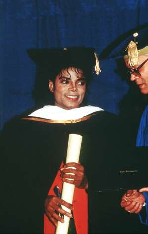 1987 : Michael Jackson recieves an Honourary Doctrate with Whitney Houston from the Cosmopolitan University. 1987  (Photo by Dave Hogan/Getty Images) UK NEWSPAPERS OUT WITHOUT PRIOR CONSENT FROM DAVE HOGAN. PLEASE CONTACT SALES TEAM WITH ENQUIRIES. Photo: Dave Hogan, Getty Images / 1997 Getty Images