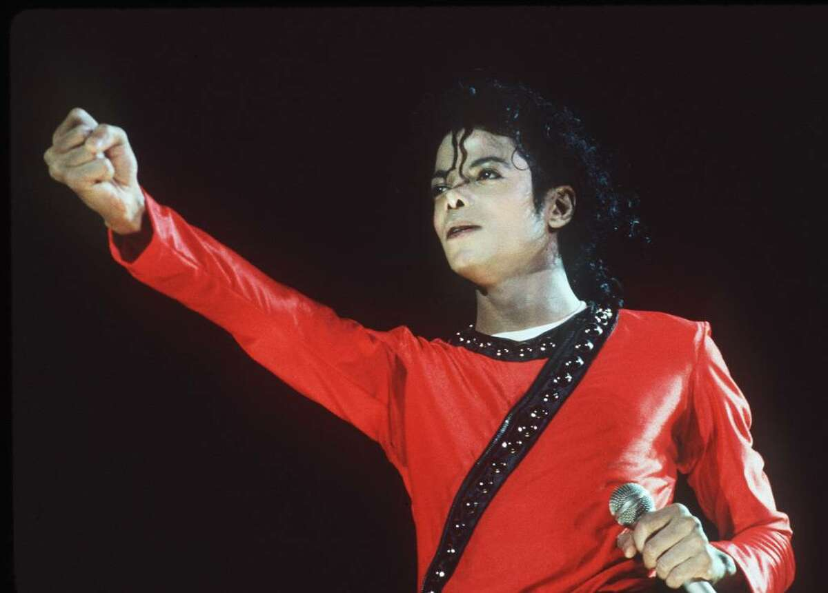 JAPAN - 1987: (UK NEWSPAPERS OUT WITHOUT PRIOR CONSENT FROM DAVE HOGAN. PLEASE CONTACT SALES TEAM WITH ENQUIRIES) Singer Michael Jackson perfomes on stage in 1987 in Japan. (Photo by Dave Hogan/Getty Images)