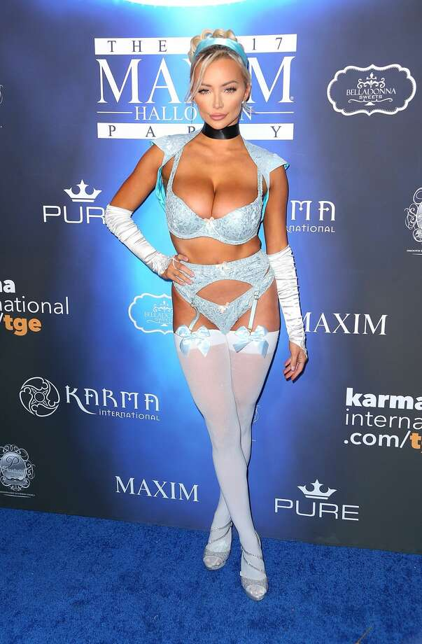 los angeles ca october 21 lindsey pelas arrives at the 2017 maxim halloween