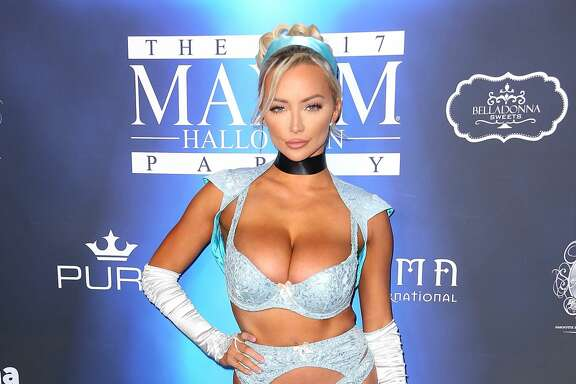LOS ANGELES, CA - OCTOBER 21:  Lindsey Pelas arrives at the 2017 Maxim Halloween Party at Los Angeles Center Studios on October 21, 2017 in Los Angeles, California.  (Photo by Maury Phillips/Getty Images)