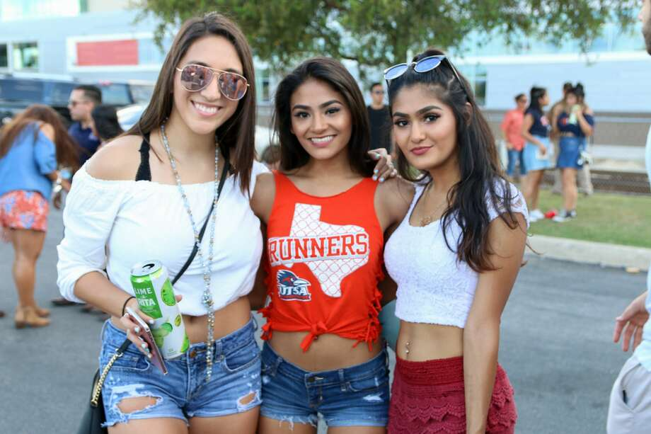 UTSA fans packed the Alamodome parking lot for a huge tailgate party before the Roadrunners beat Rice 20-7 Saturday, Oct. 21, 2017. Photo: Jason Gaines For MySA