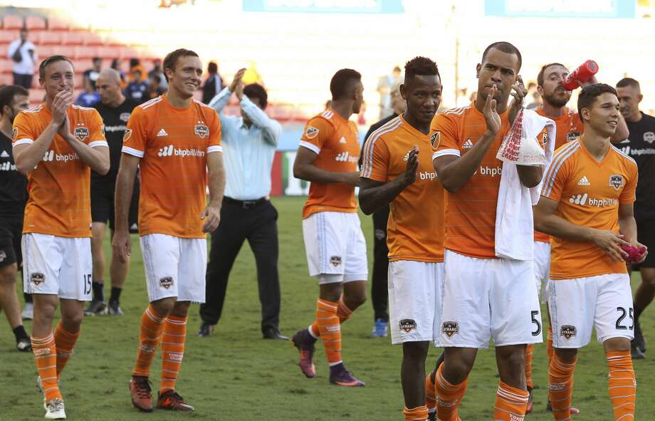 Houston Dynamo players thank the fans after defeating Chicago Fire at the last MLS regular game at BBVA Compass Stadiujm on Sunday, Oct. 22, 2017, in Houston. The Houston Dynamo defeated the Chicago Fire 3-0. ( Yi-Chin Lee / Houston Chronicle ) Photo: Yi-Chin Lee/Houston Chronicle