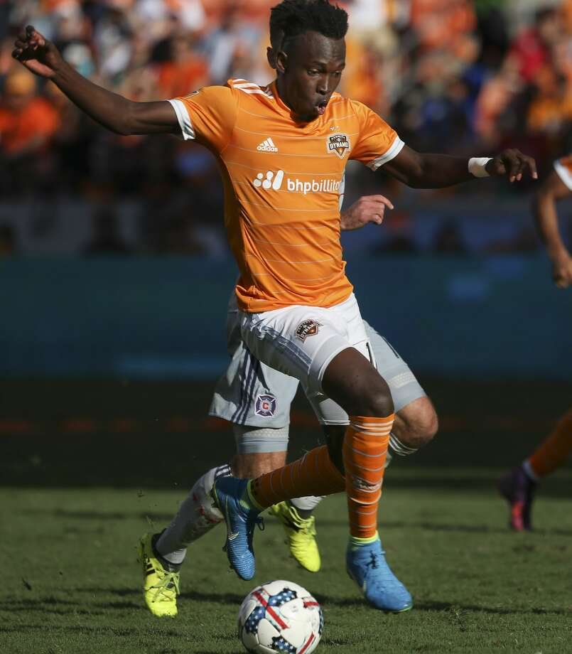 Houston Dynamo forward Alberth Elis (17) dribbles during the second half of the last MLS regular game at BBVA Compass Stadiujm on Sunday, Oct. 22, 2017, in Houston. The Houston Dynamo defeated the Chicago Fire 3-0. ( Yi-Chin Lee / Houston Chronicle ) Photo: Yi-Chin Lee/Houston Chronicle
