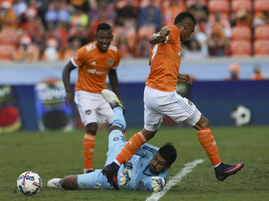 Chicago Fire goalkeeper Richard Sanchez (45) gets the ball away from Houston Dynamo forward Mauro Manotas (19) as Manotas is trying to move toward the box during the second half of the last MLS regular game at BBVA Compass Stadiujm on Sunday, Oct. 22, 2017, in Houston. The Houston Dynamo defeated the Chicago Fire 3-0. ( Yi-Chin Lee / Houston Chronicle ) Photo: Yi-Chin Lee/Houston Chronicle