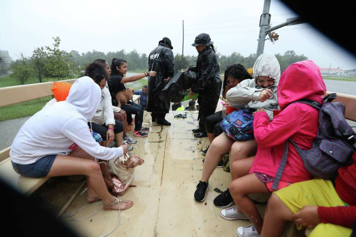 Harris County Sheriff Ed Gonzalez and his deputies perform rescues in Houston Monday, August 28, 2017. ( Steve Gonzales / Houston Chronicle)