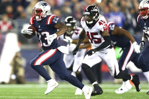 FOXBORO, MA - OCTOBER 22: Dion Lewis #33 of the New England Patriots carries the ball during the second quarter of a game against the Atlanta Falcons at Gillette Stadium on October 22, 2017 in Foxboro, Massachusetts. (Photo by Maddie Meyer/Getty Images) ORG XMIT: 700070701