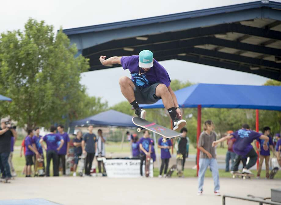 Marco Santos shows off his skating skills during the 4th Annual Derek R. Treviño Skating Competition held at the Blas Castañeda Park on Saturday, October 21, 2017. Photo: Francisco Vera/Laredo Morning Times