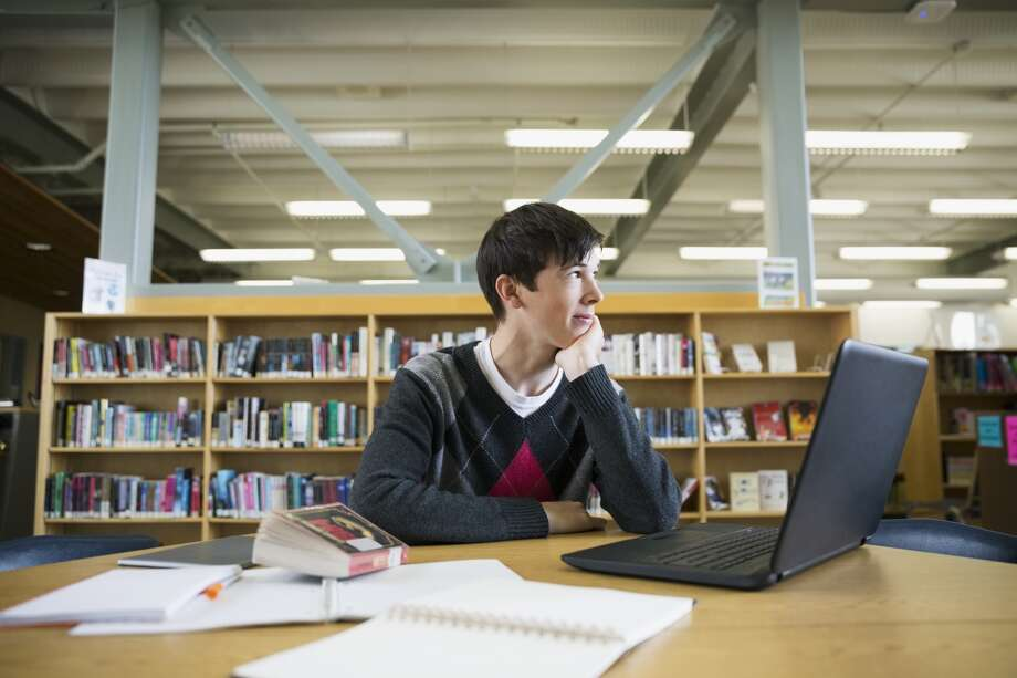 """Admissions officers want to read a """"slice of life"""" that allows them to  better know the applicant behind the numbers on the transcript. Photo: Hero Images / Getty Images"""