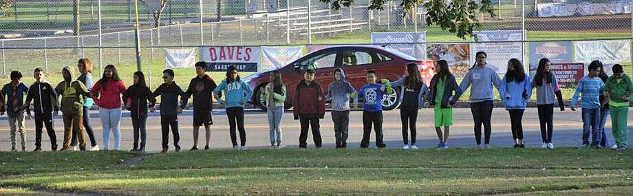 Students from Rogers Park Middle School create a kindness chain. Photo: / Submitted Photo