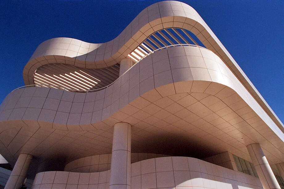 The curving exterior lines of the $1-billion dollar Getty Center. Photo: CHRIS STEWART, STAFF / CHRONICLE