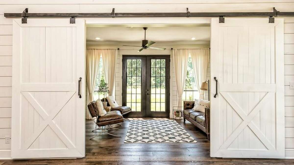 10 Hot Home Decor Tricks From Chip and Joanna Gaines Farmhouse chic is all the rage in home decor these days, thanks largely to Chip and Joanna Gaines from
