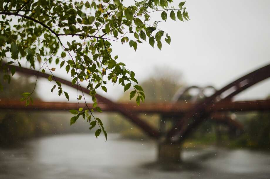 Rain falls near the Tridge on Monday, Oct. 23, 2017. The Tittabawassee River is expected to crest at about 1 p.m. Wednesday at 20 feet, 4 feet below flood stage. As of 1:15 p.m. Monday, the river was at 10 feet. (Katy Kildee/kkildee@mdn.net) Photo: (Katy Kildee/kkildee@mdn.net)