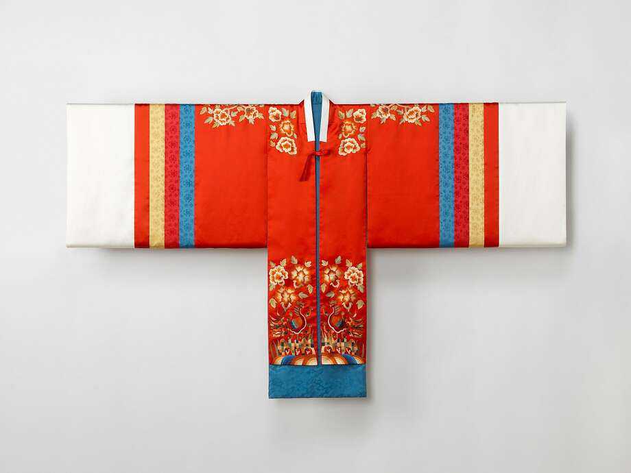 """Bridal robe (hwarot), 2015. Reconstruction based on a Joseon-dynasty garment. Silk. From """"Couture Korea:"""" the new fashion exhibition at the Asian Art Museum Nov. 3-Feb. 4, 2018. Photo: � Arumjigi Culture Keepers Foundation"""