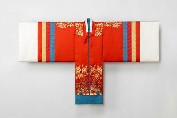Bridal robe (hwarot), 2015.Reconstruction based on a Joseon-dynasty garment. Silk. Arumjigi Culture KeepersFoundation.