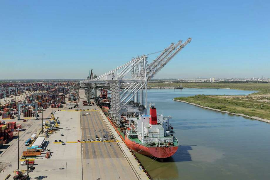 The National Retail Federation said Friday that retail imports surged in Houston and other U.S. ports amid a rise in consumer confidence and spending. Photo: Leslie Plaza Johnson, Freelancer / Freelance