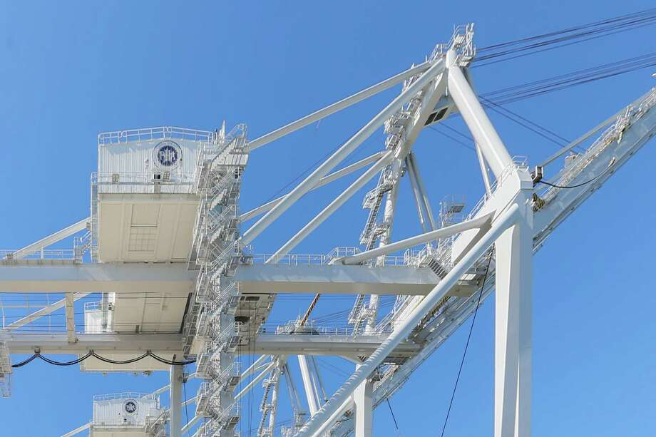 October 23, 2017:  The giant ship-to-shore cranes weigh 1,530 tons and will be docked at the Port of Houston Authority in Morgan's Point, Texas. (Leslie Plaza Johnson/Freelance Photo: Leslie Plaza Johnson, Freelancer / Freelance