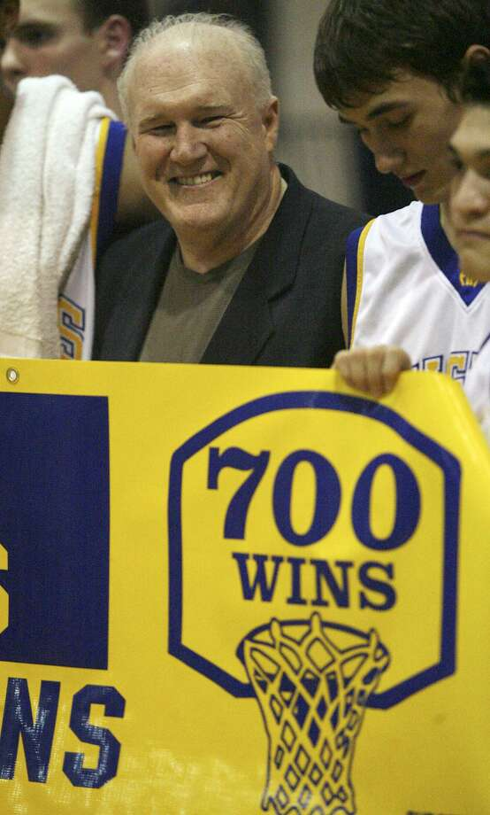 Alamo Heights players surround coach Charlie Boggess after his 700th career win, coming against Fox Tech, in 2007. Photo: Express-News File Photo / © San Antonio Express-News