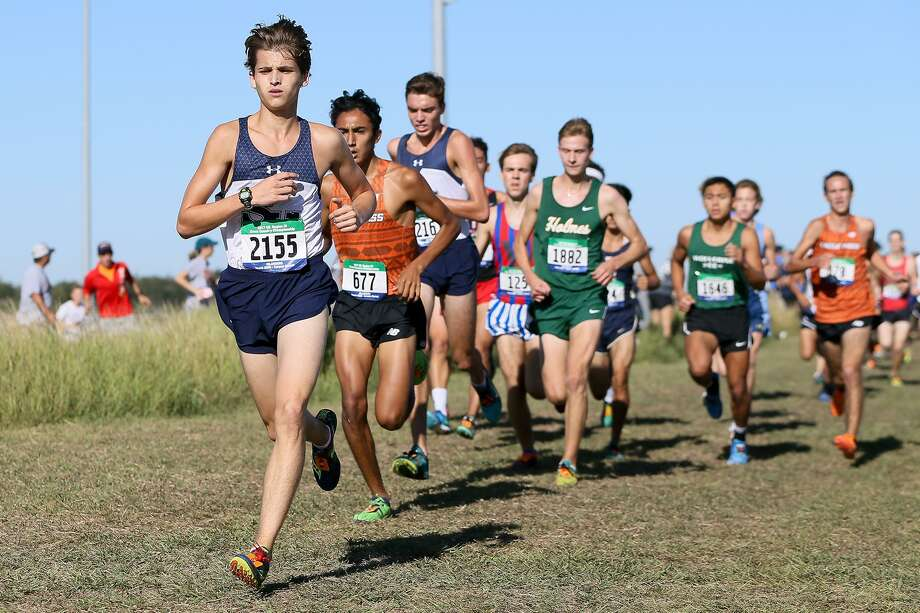 Smithson Valley's Andres Engle leads the pack midway through the 6A Boys 5K during the Region IV cross country championships at Texas A&M Corpus Christi on Monday, Oct. 23, 2017.  Engle finished eighth in the event to help the Rangers take the team title in the event.  MARVIN PFEIFFER/mpfeiffer@express-news.net Photo: Marvin Pfeiffer, Staff / San Antonio Express-News / Express-News 2017