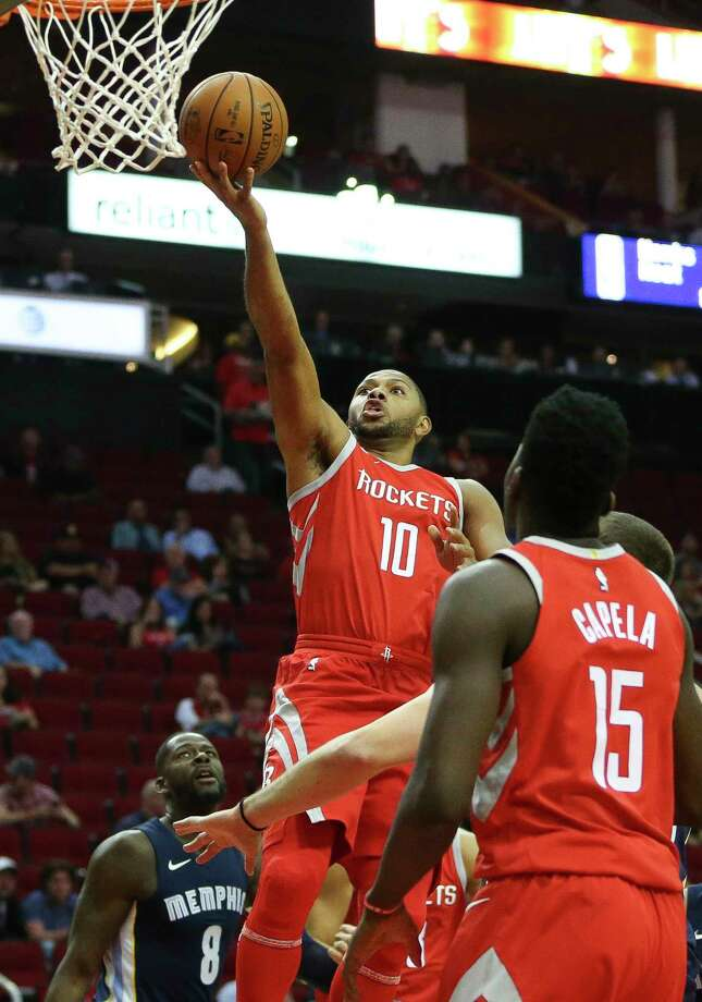 Houston Rockets guard Eric Gordon (10) goes for the basket during the first quarter of the NBA game at Toyota Center Monday, Oct. 23, 2017, in Houston. Photo: Yi-Chin Lee, Houston Chronicle / © 2017  Houston Chronicle