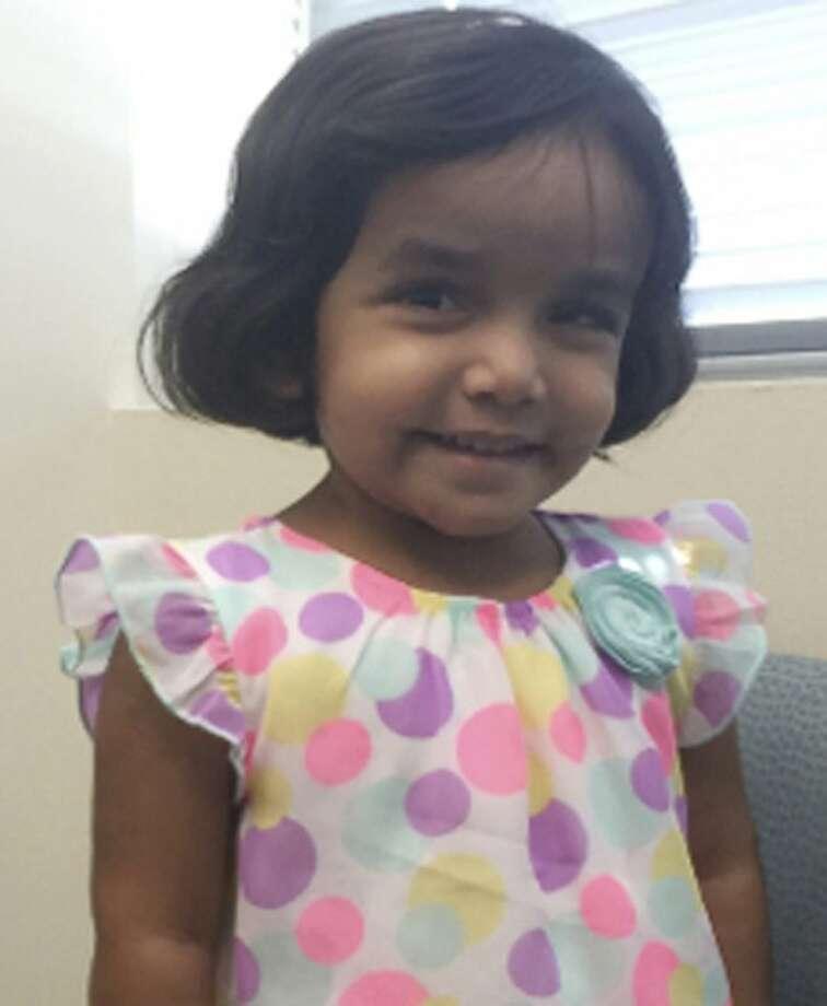 Foto sin fecha distribuida por la policía de Richardson, Texas, de Sherin Mathews, de 3 años. El padre de la niña, Wesley Mathews, fue acusado el 24 de octubre de 2017 de daño agravado en prejuicio de un menor. (Richardson Texas Police Department via AP)