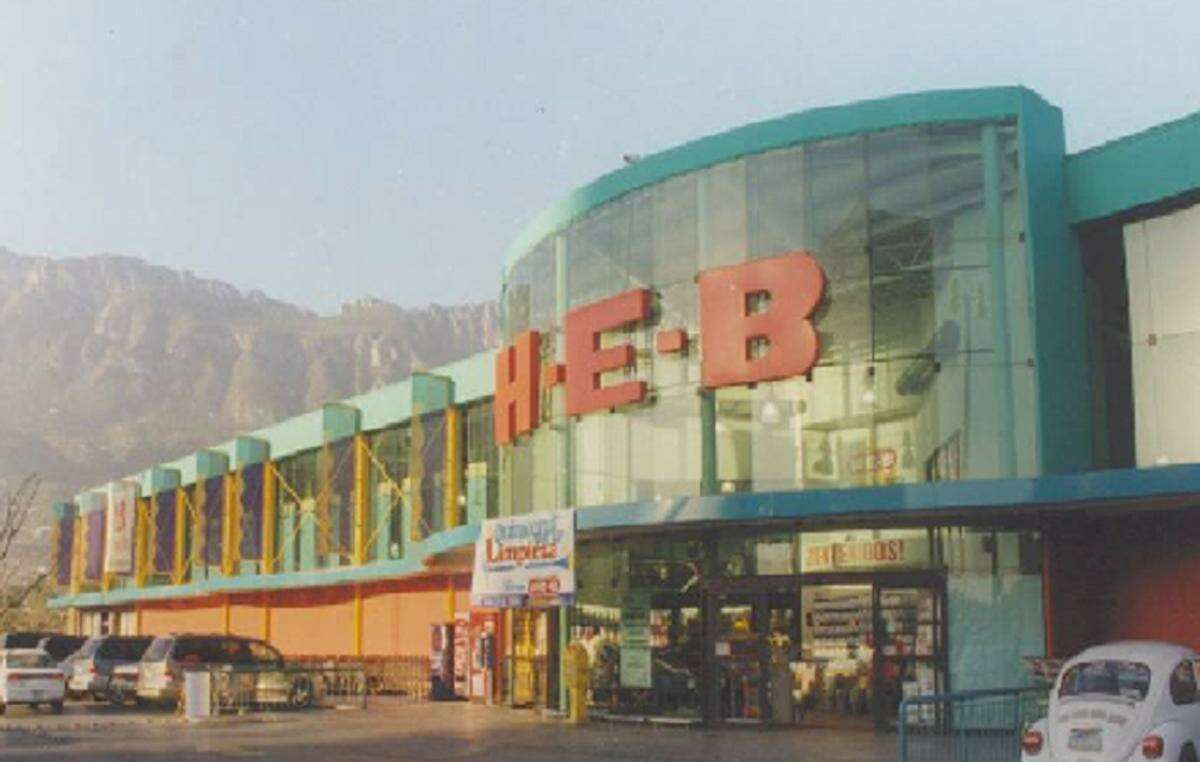 H-E-Boperates a large chain of grocery stores in Mexico, such as this one in the Chipinque neighborhood of Monterrey.