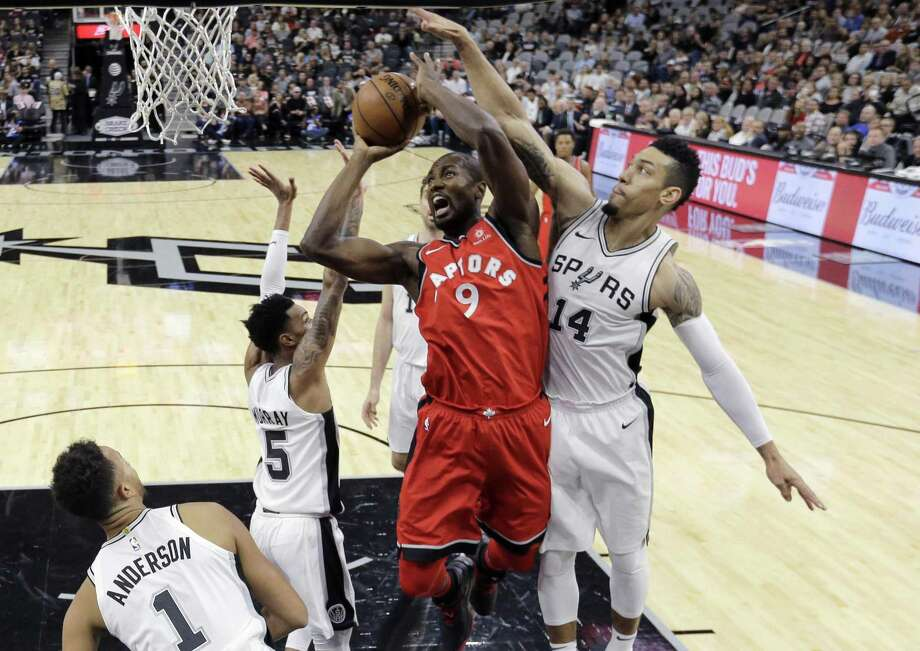 Spurs guard Danny Green tires to time a block attempt against Raptors forward Serge Ibaka on Oct. 23. Photo: Eric Gay /Associated Press / Copyright 2017 The Associated Press. All rights reserved.