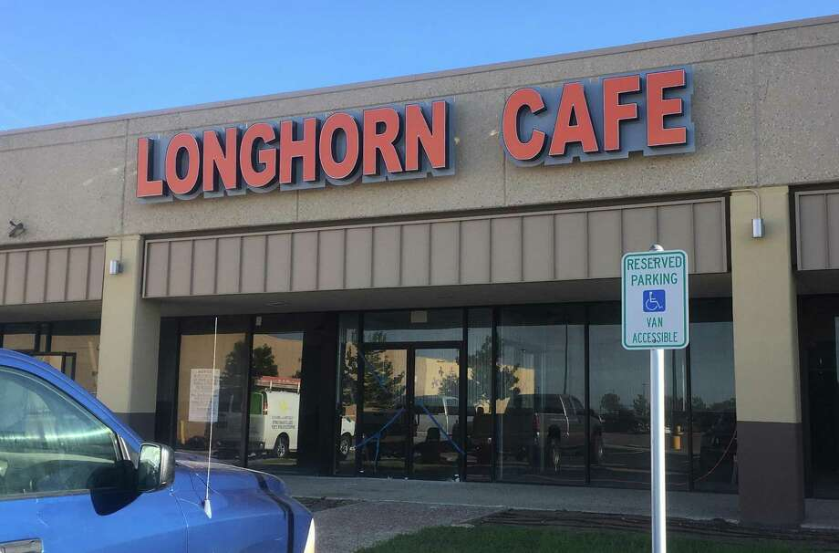 The Longhorn Cafe is opening its seventh area location at the intersection of Nacogdoches and Thousand Oaks with plans to be up and running next month. Photo: Chuck Blount /San Antonio Express-News