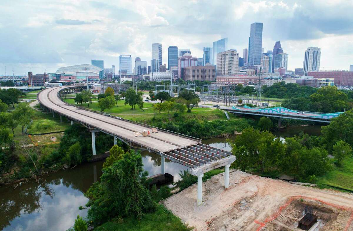 Demolition of the Elysian Viaduct bridge over the Buffalo Bayou is continuing north of downtown Houston, Tuesday, Aug. 22, 2017, in Houston. (Mark Mulligan / Houston Chronicle)