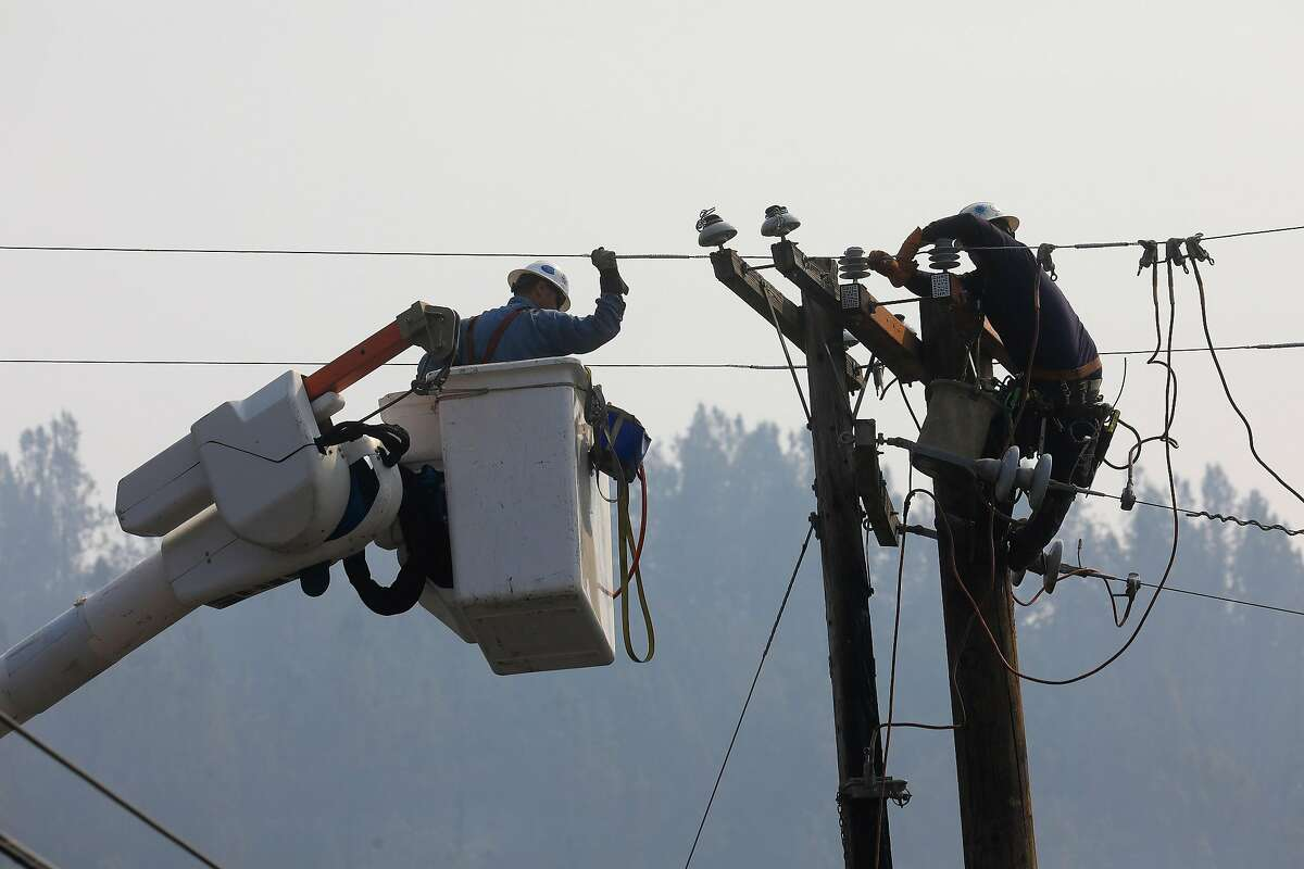 A crew from the Pacific Gas and Electric Company works to restore power in an area where power lines were damaged by wildfires in Sonoma County, Calif., Oct. 18, 2017. (Jim Wilson/The New York Times)