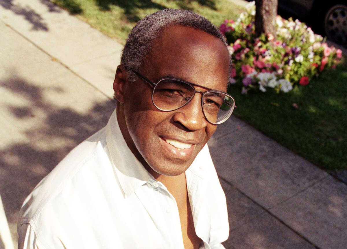 """FILE - In this Sept. 4, 1991 file photo, actor Robert Guillaume poses for a portrait in Los Angeles. Guillaume, who won Emmy Awards for his roles on Â?""""SoapÂ?"""" and Â?""""Benson,Â?"""" died Tuesday, Oct. 24, 2017 in Los Angeles at age 89. GuillaumeÂ?'s widow Donna Brown Guillaume says he had been battling prostate cancer. (AP Photo/Chris Martinez, File)"""
