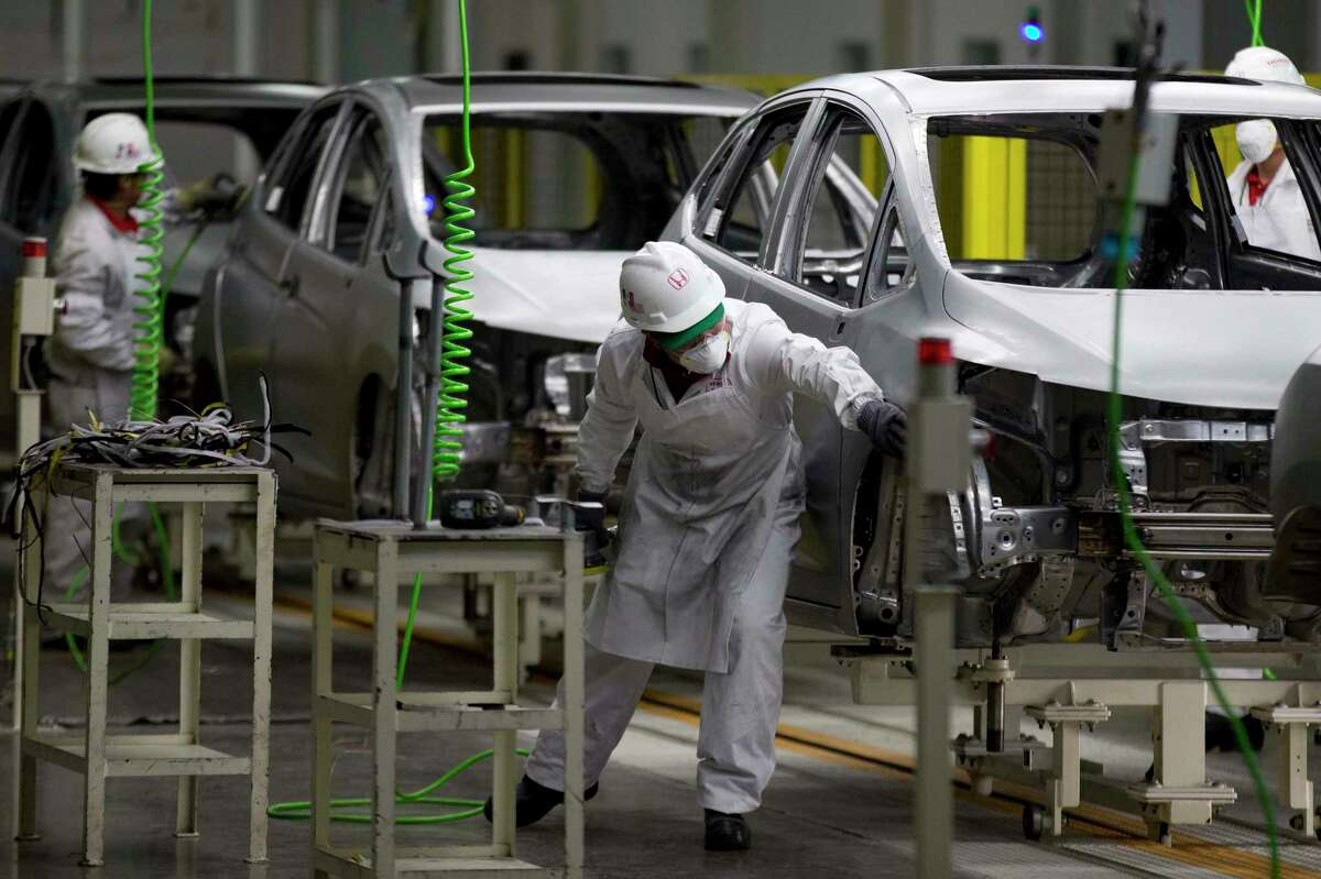 Employees work at the Honda plant in Celaya, Mexico. The Mexican Employers' Federation says that the nation's minimum wage should be raised 19 percent.