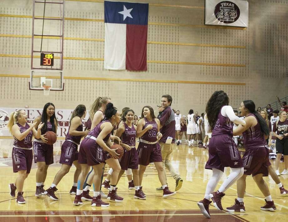 TAMIU trailed 27-25 at Division I North Texas on Tuesday at halftime before falling off in the second half losing 64-38 in an exhibition game. Photo: Laredo Morning Times Staff File