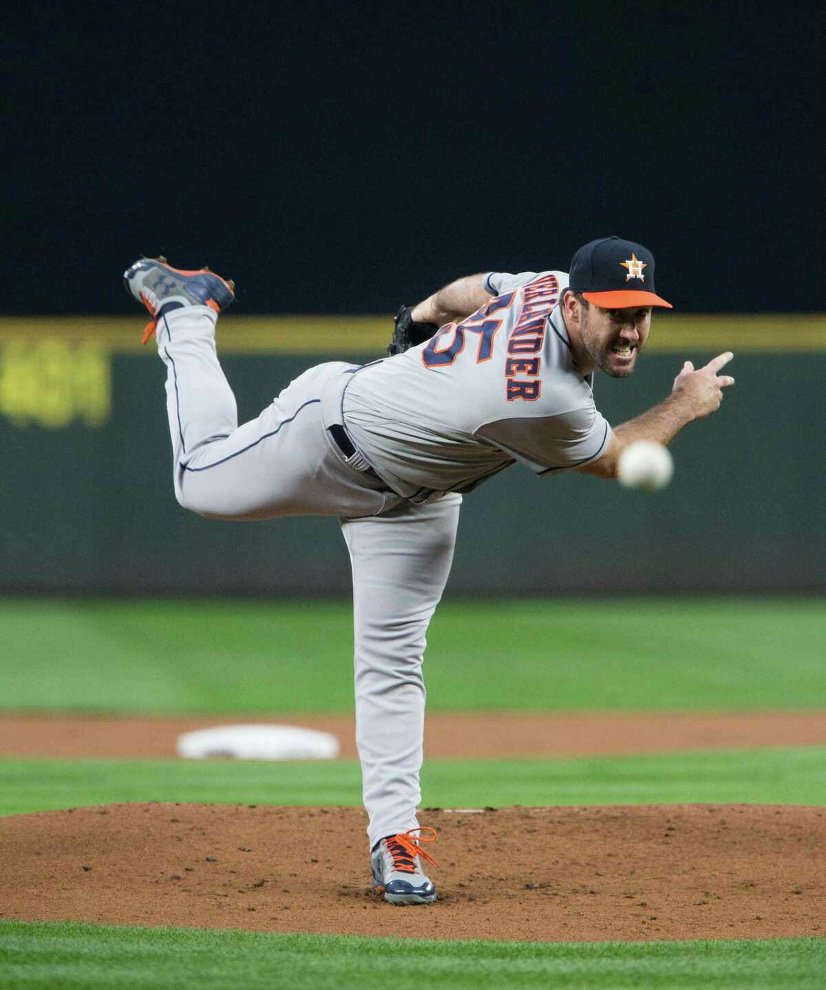SEATTLE, WA - SEPTEMBER 05: Justin Verlander #35 of the Houston Astros pitches in the first inning against the Seattle Mariners in his Astros debut at Safeco Field on September 5, 2017 in Seattle, Washington. (Photo by Lindsey Wasson/Getty Images)