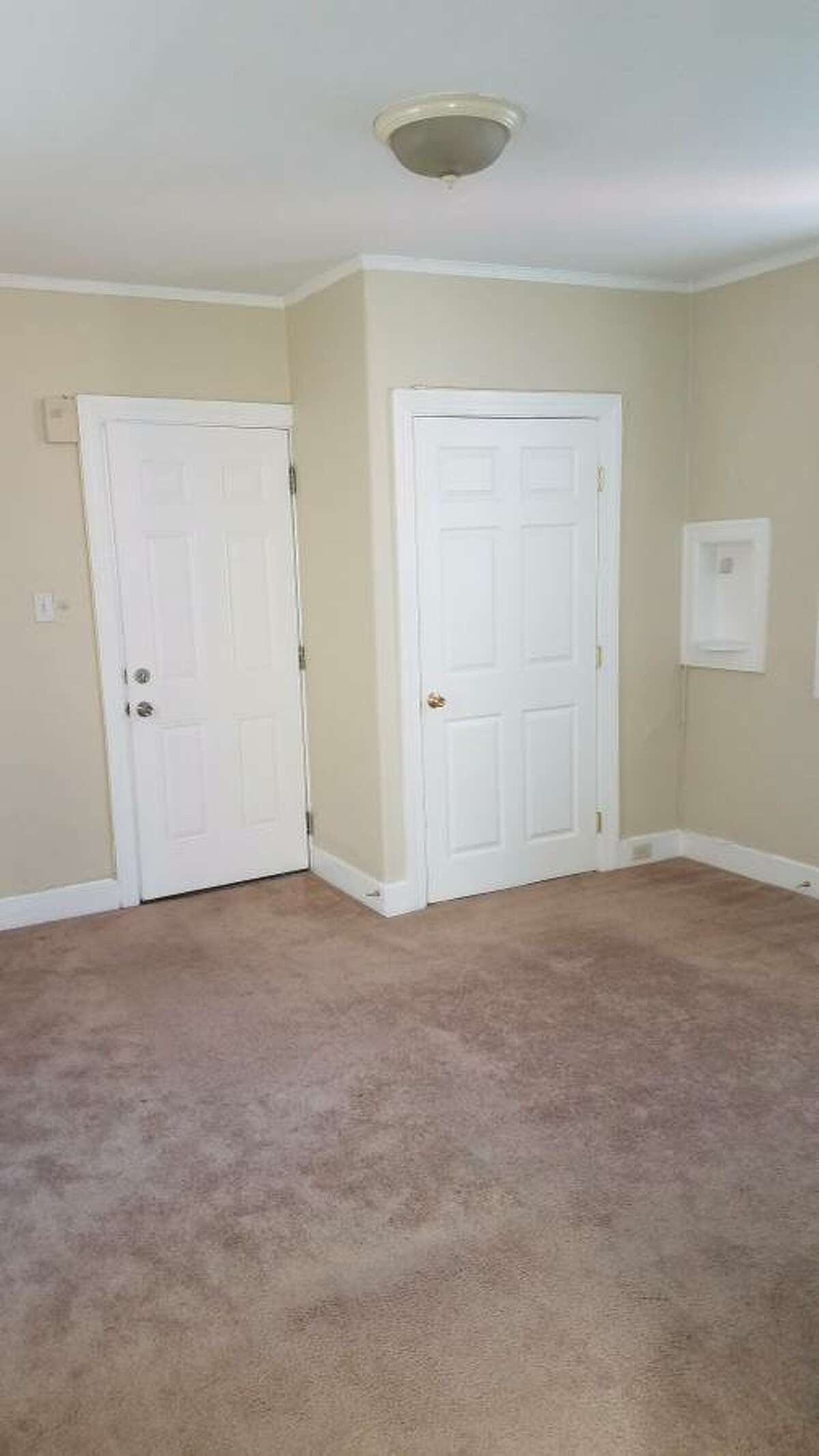 The Folsom 2-BR also has parking for $250 more per month. Source: Craigslist.