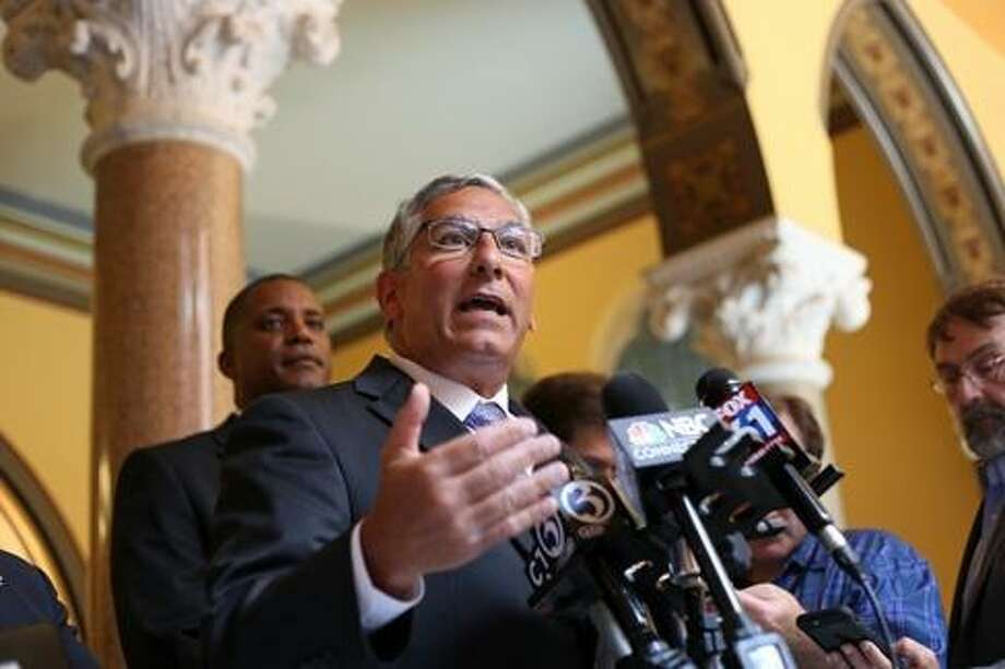 CT lawmakers challenge Malloy to reject veto-proof bill