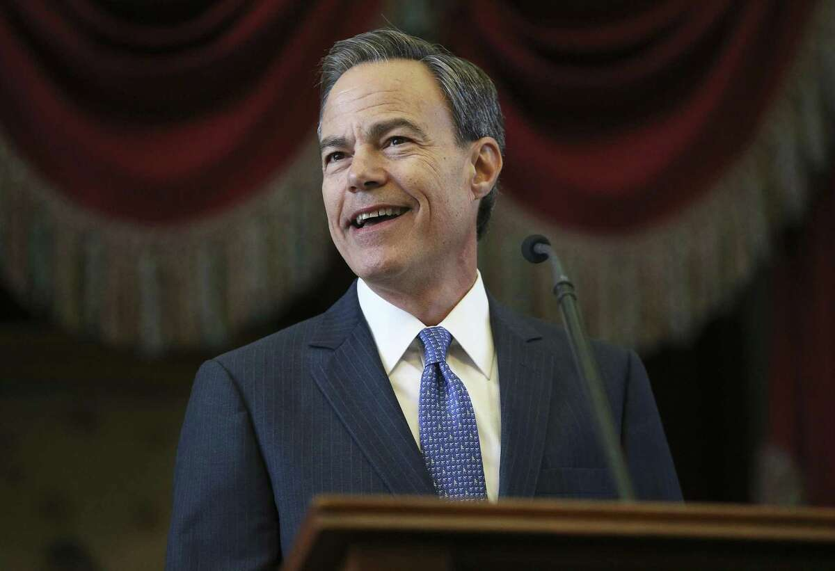 Joe Straus gives his address as the 85th Texas Legislative session opens in Austin on January, 10, 2017.